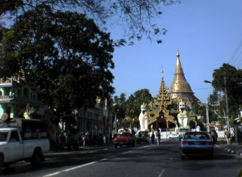 Yangon street_Arno Maierbrugger