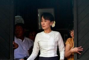 Aung_San_Suu_Kyi_gives_speech