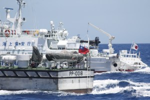 Taiwan_and_Japan_Coast_Guard_2012-09-25