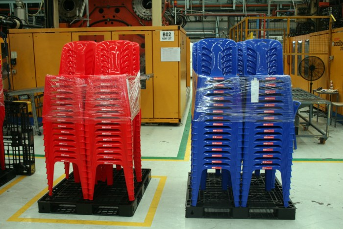 Srithai plastic chairs_Arno Maierbrugger