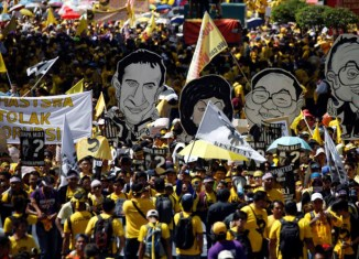 Massive protests against Malaysia PM despite arrests, rally ban