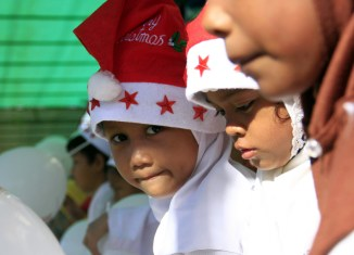 Indonesia: Fatwa bans Muslims from wearing Santa hats