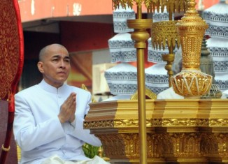 Cambodia pushes law that makes insulting the king a crime