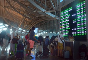 Chaos in Bali as volcano erupts again, thousands stranded at airport