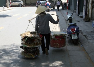Vietnam posts strong GDP growth, boosts investment abroad