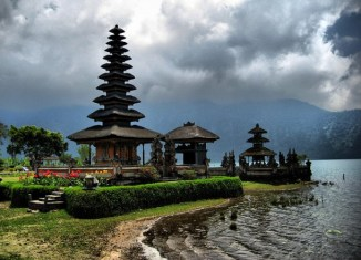 Indonesia wants tourists to forget Thailand and travel to Bali