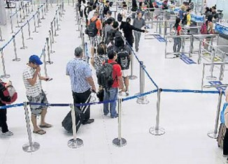Thailand plans tourist entry fee of 500 baht