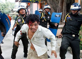 Cambodia workers' protests turn violent – one dead