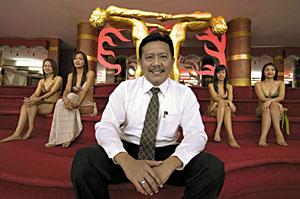 Chuwit Kamolvisit massage