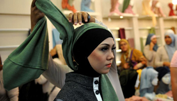 Jakarta, a new Muslim fashion hub (video)