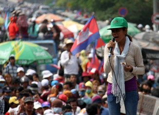 Cambodian garment workers in new campaign for wage increase