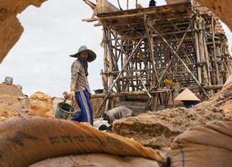 Indonesia ore export ban: 570,000 lose jobs