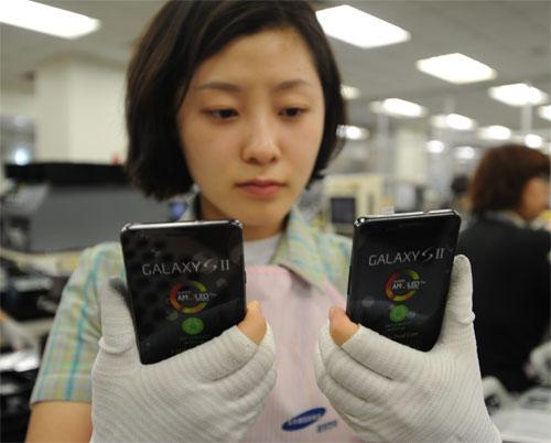 Samsung mulls Indonesia phone factory