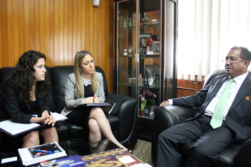 Malaysian Pepper Board Director General Grunsin Ayom interviewed by Inside Investor's Marta Molina (left) and Sara Garcia Arjona