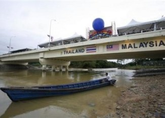 Thai-Malaysians 'get paid to vote'