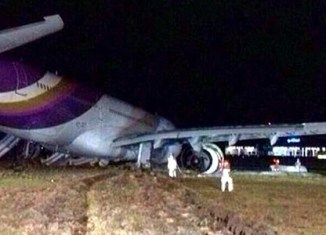 Thai Airways crash-lands, blocks Bangkok airport