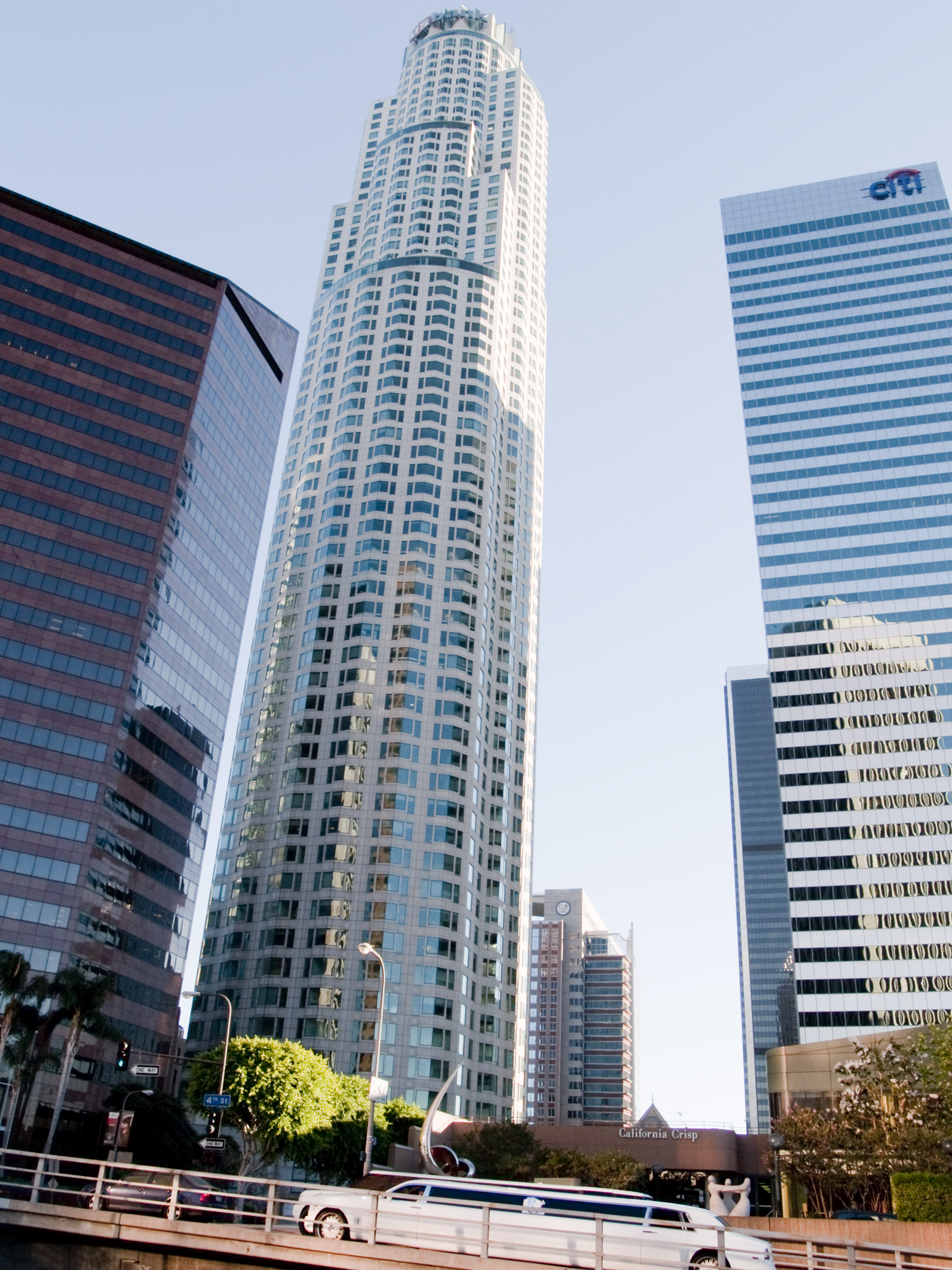 Singapore firm to buy iconic LA tower