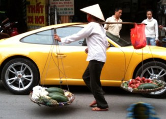 Vietnam's per capita income reaches almost $2,000