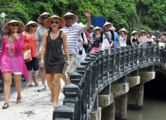 Vietnam mulls tourism fee of $1 per day