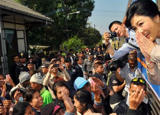 Yingluck to run in election again – baht declines