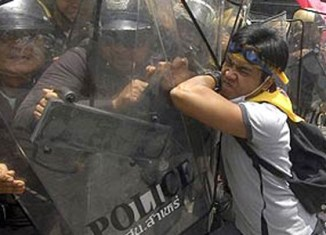 Thailand expats warned to avoid riots