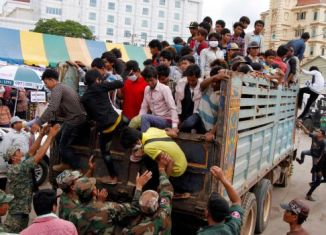 Mass departure of Cambodian workers hits Thai businesses