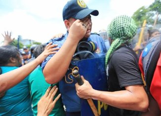 The Philippines' crying cop