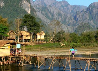 Laos exceeds tourism targets for 2013