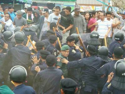 Thai rubber farmers threaten to stage mass protest