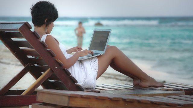 scrivere-in-spiaggia