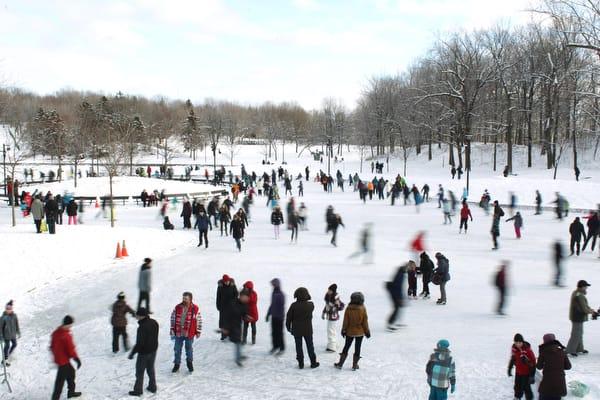 Skaters at Lac des Castor in Montreal, Monday Decemder 26, 2011. Normand Blouin / THE GAZETTE)