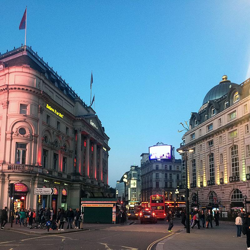 Picadilly Circus al atardecer, primer contacto en este fin de semana en Londres