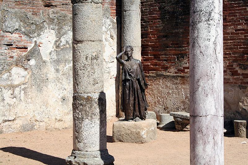 Estatua de Margarita Xirgu