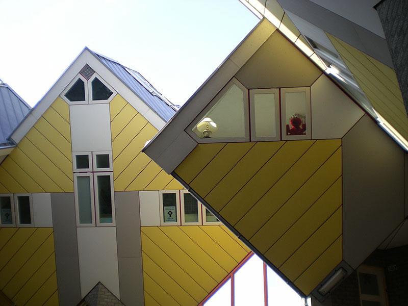 Elmo vive en una Casa Cubo :D