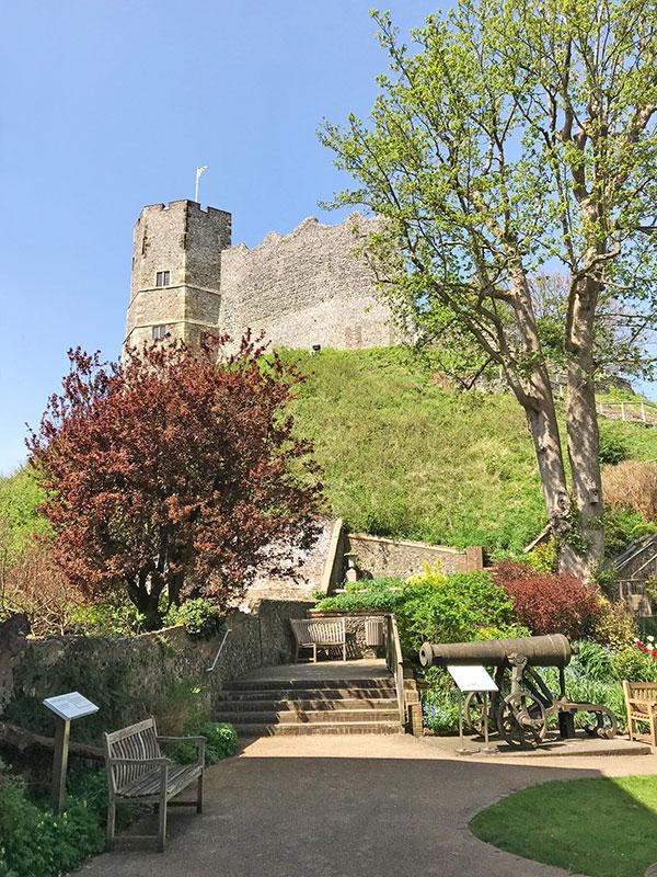 Castillo desde el parque de acceso.