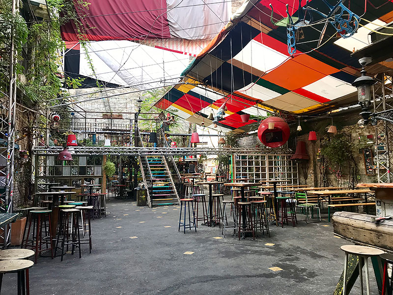 Ruin Bars, comer en Budapest
