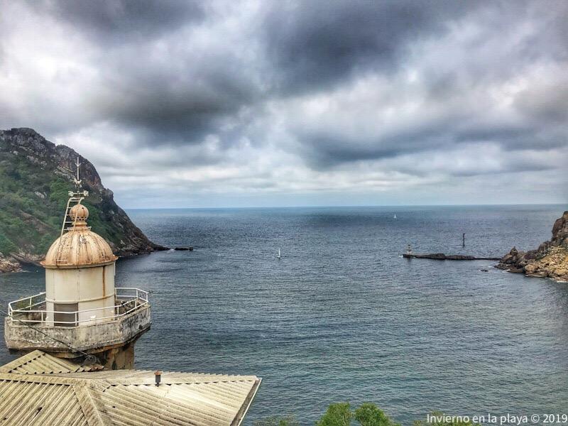 Faro Senokozulua y bahía de Pasaia, fin de Ruta Talaia de Donosti a San Pedro.