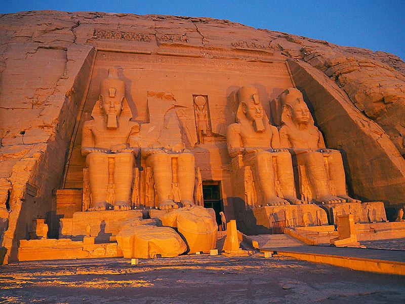 Amanecer en Abu Simbel