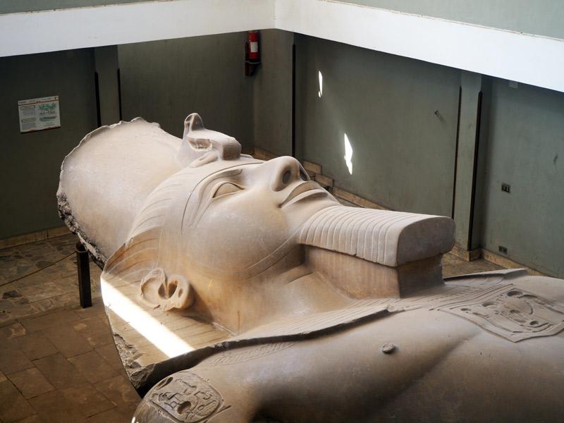 Coloso de Ramses II en Menfis