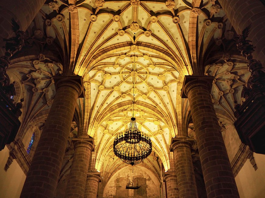 Interior de Santa María de Deba