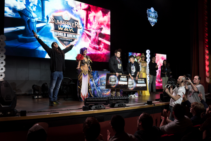 SWC2017_French host Jiraya on far left celebrates together with winners and cosplayers