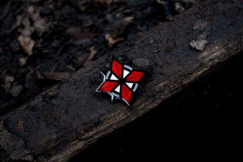 Pin-Badge-Set-Lifestyle-02