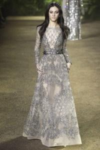 Elie Saab vestido plata manga larga ss16 París