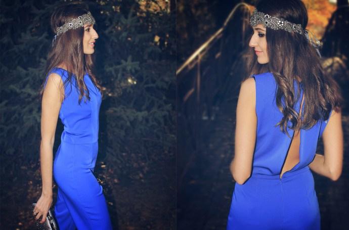 Invitada Perfecta con mono azul con espalda abierta