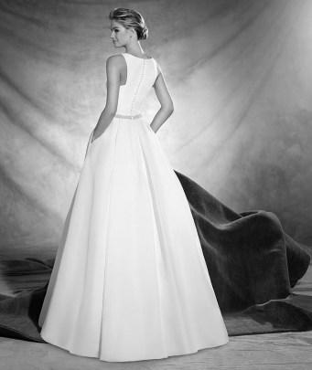Vestido de novia modelo Oval de Pronovias 2017