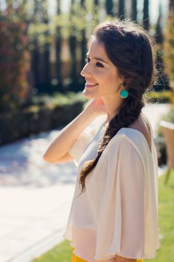 Peinado trenza lateral invitada
