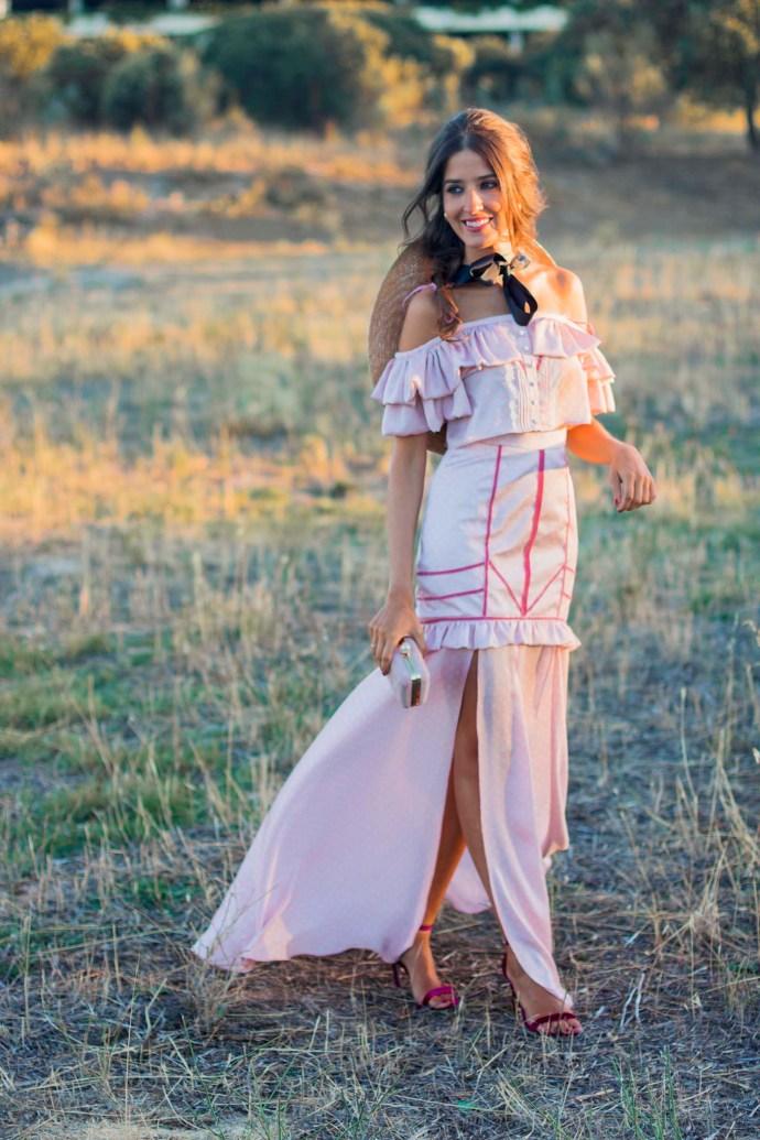 Invitada boda noche pamela tocado vestido largo