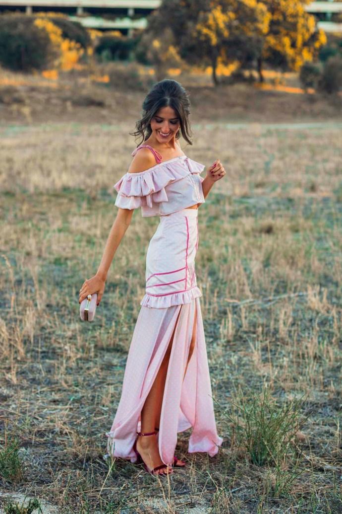 Invitada perfecta boda noche tarde vestido lunares largo