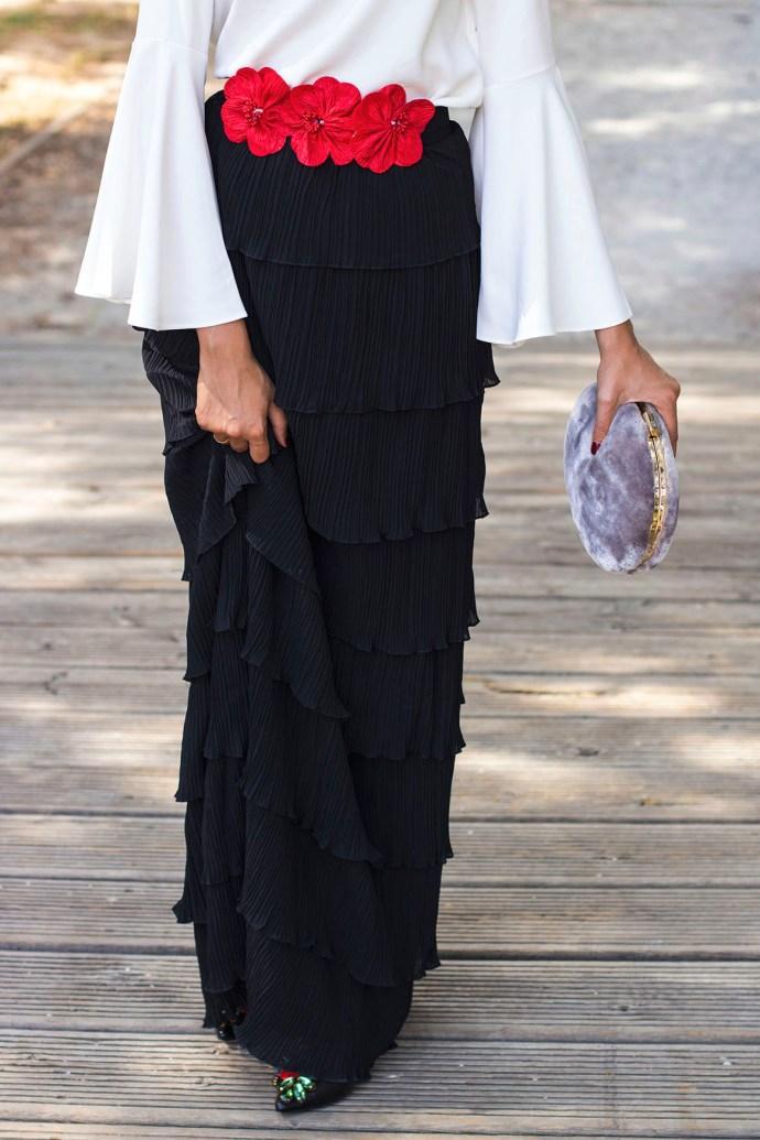 Look invitada perfecta boda vestido largo falda larga manga larga blanco negro Wild Pony
