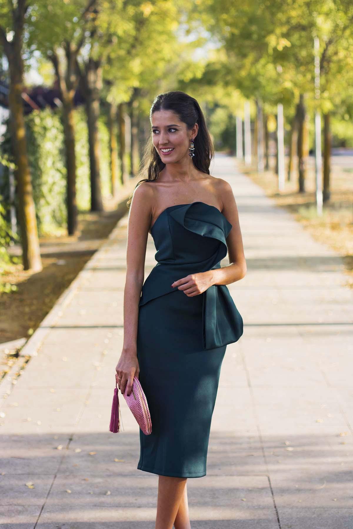 68392038d Look invitada boda de día con vestido midi de Asos en verde y ...